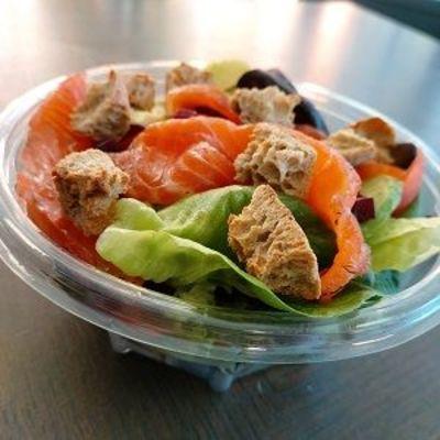 Salade composée saumon - LE RELAIS DE SASSENAGE - SASSENAGE